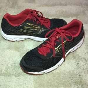 Mizuno sneakers size 10.5